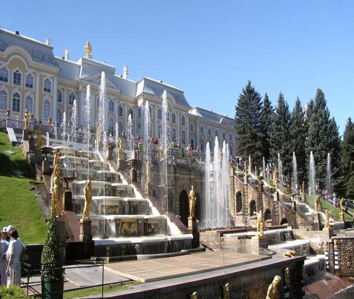 Cung điện mùa hè của Hoàng gia Nga được xây dựng năm 1710