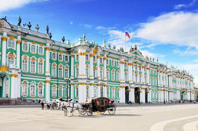 Cung điện mùa đông nơi trưng bày hơn 3 triệu cổ vật và những vật dụng quý của Hoàng gia