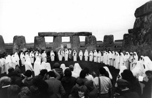 Nghi lễ chúc mừng chu kì vũ trụ tổ chức vào năm 1970 tại Stonehenge.