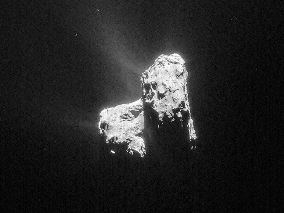 Đây là bức ảnh của sao chổi Comet 67P/Churyumov-Gerasimenko do tàu vũ trụ Rosetta chụp được từ khoảng cách 128 km.