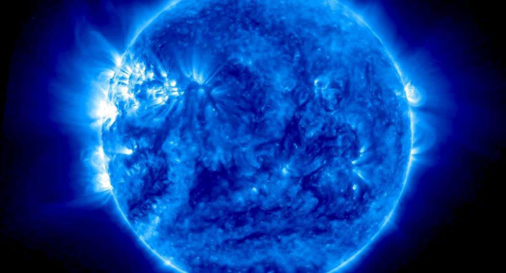 """Bức ảnh """"Mặt Trời màu xanh"""" được chụp vào ngày 15/7/2015, màu xanh biểu hiện cho những bước sóng vô hình với mắt người."""