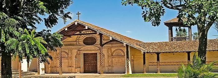 Dù mỗi công trình được xây dựng theo thiết kế khác nhau nhưng thiết kế chính vẫn được dựa trên sự kết hợp của kiến trúc Châu Âu với kiến trúc bản địa để tạo nên một kiến trúc độc đáo riêng biệt, có sức ảnh hưởng lớn tới các công trình tôn giáo được xây dựng sau đó