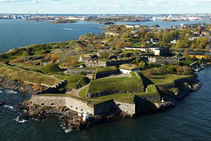 Pháo đài Suomenlinna là một quần thể pháo đài được xây trên 6 hòn đảo của thủ đô Helsinki