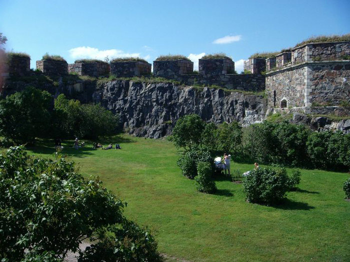 Hệ thống tường thành dài 6 km của pháo đài hiện vẫn được bảo tồn nguyên vẹn và là hệ thống tường thành bao quanh pháo đài dài nhất ở Châu Âu.