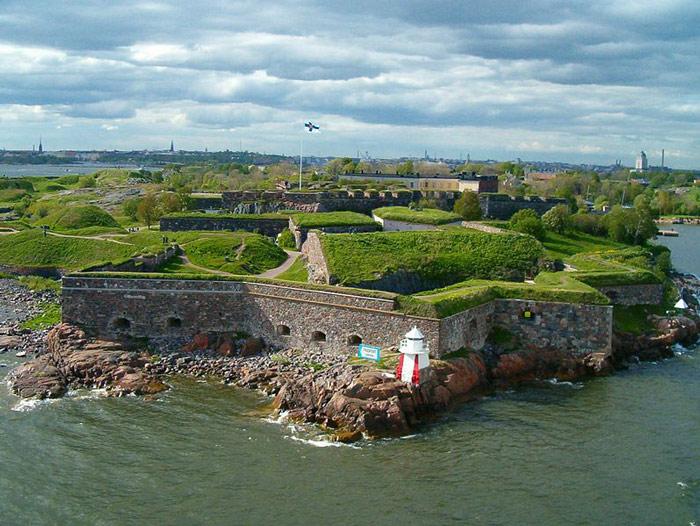 Theo hồ sơ của Unesco thì Pháo Đài Suomenlinna là pháo đài trên biển lớn nhất thế giới.