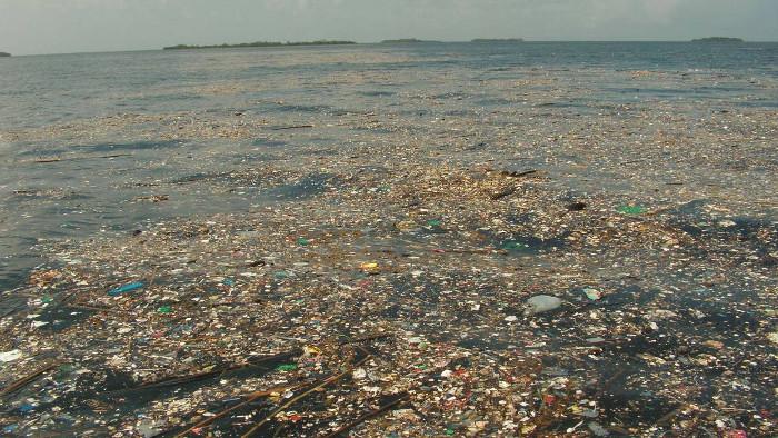 Một biển nhựa tại Belize, Trung Mỹ.