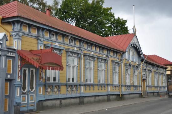 Khu phố cổ Rauma có diện tích khoảng 0,3 km2 với gần 600 căn nhà gỗ cổ nhiều màu sắc
