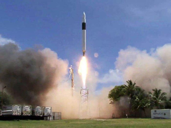 SpaceX là công ty tư nhân đầu tiên phóng thành công tên lửa vào quỹ đạo trái đất.