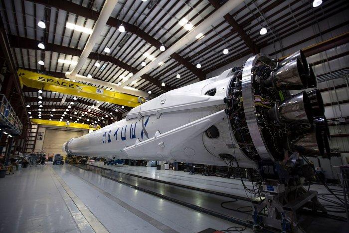 SpaceX chế tạo được tên lửa vẫn hoạt động dù có một trong số động cơ gặp sự cố.