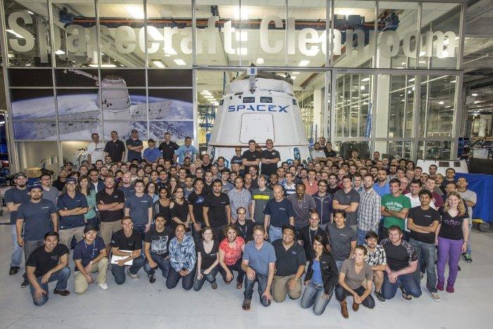 Số lượng nhân viên của SpaceX hiện nay đã vượt qua 4000 người.