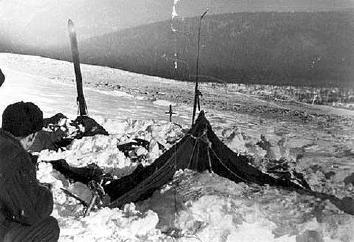 Khu lều rách nát của nhóm leo núi.