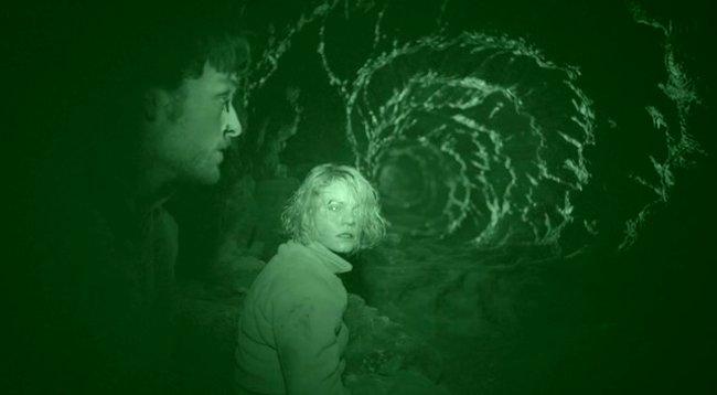 """Liệu có phải người ngoài hành tinh hay thế lực nào đó đã gây nên cái chết thảm khốc cho 9 nhà khoa học? Hình ảnh cắt từ phim """"Mật mã Dyatlov""""."""