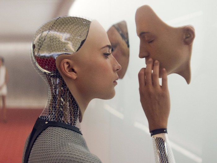 Máy móc không chỉ bỏ xa chúng ta về mặt trí tuệ, mà chúng còn cảm thấy con người không còn cần thiết nữa.