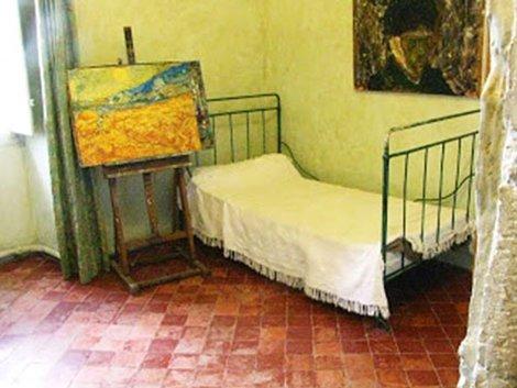 Chiếc giường của Van Gogh tại Bệnh viện St. Paul de Mausole ở St. Rémy (Pháp).