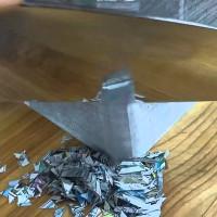 Video: Con dao sắc nhất thế giới, xén tập giấy như đậu phụ