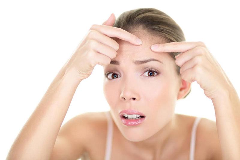 Một loạt các độc tố của vi khuẩn dưới tác động của một số lượng lớn các chất độc hại bị chặn lại trong quá trình tuần hoàn máu có thể rò rỉ, tràn qua da và làm cho da bị thô, có mụn trứng cá.