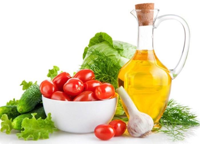 Gừng, chanh, trà xanh, gạo lứt, trái cây tươi, củ dền, bắp cải, cải xoong... là những thực phẩm chứa nhiều dưỡng chất giải độc và chống ôxy hóa.