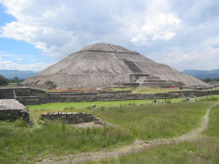 Kim tự tháp Mặt Trời ở Teotihuacan.