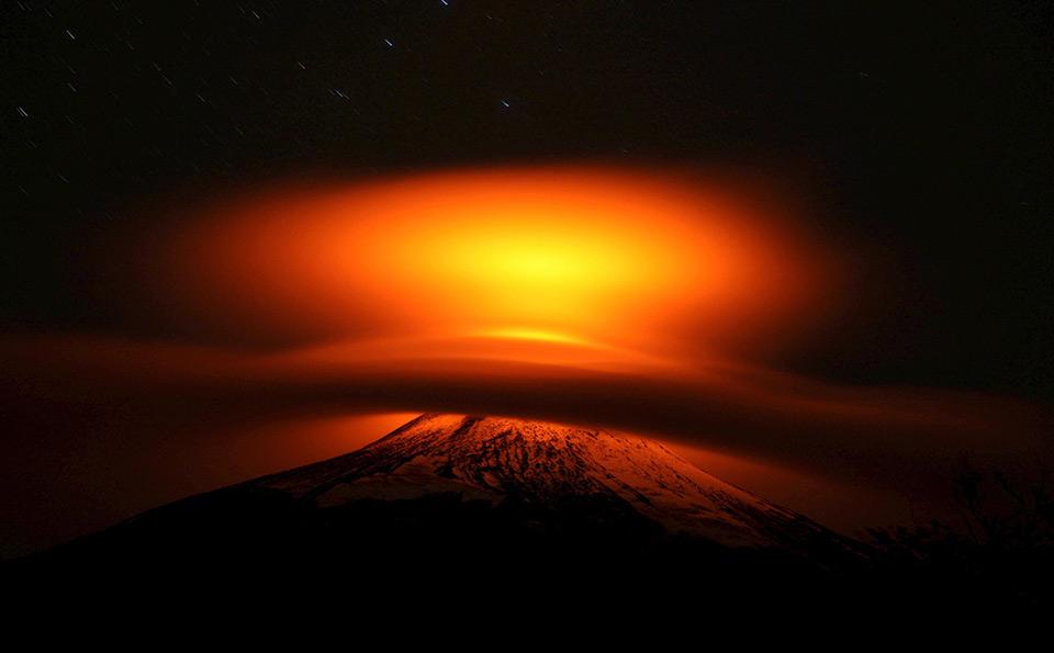 Núi lửa Villarrica, che phủ bởi mây gần Pucón, Chile, ngày 19 tháng 05 năm 2015