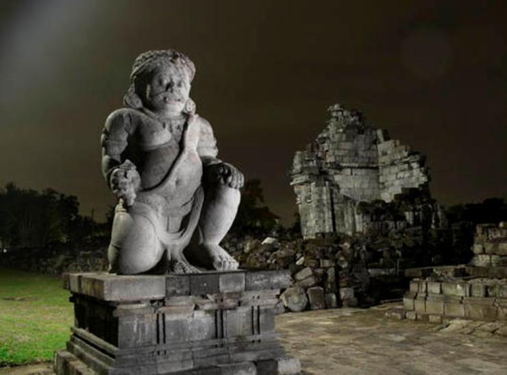 Đền Prambanan được xây dựng để thờ thần Trimurti.