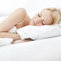 Nằm ngủ nghiêng bên trái có hại nhưng không phải vì lý do sức khỏe