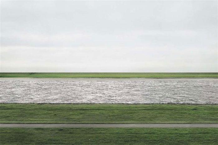 "Tác phẩm ""Rhein II"" của Andreas Gursky, trị giá 4,3 triệu USD."