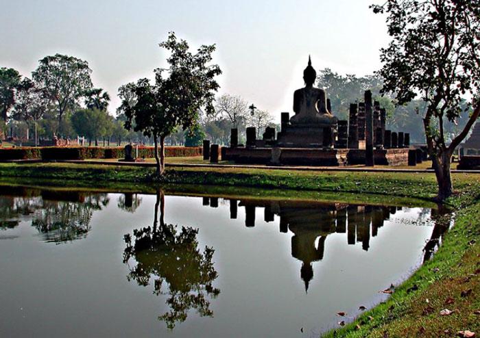 Vua Ramkhamhaeng cũng đã cho đẩy mạnh phát triển tôn giáo và văn hóa và nhờ những nỗ lực này Đạo Phật đã được phổ biến trong nhân dân.