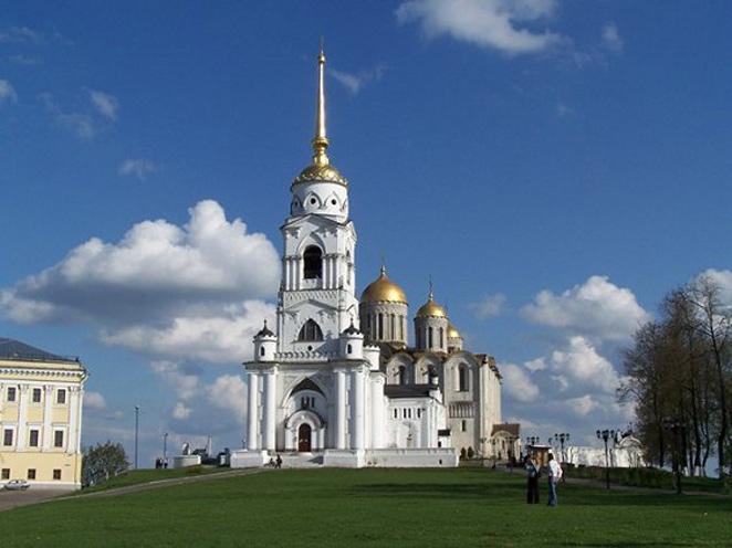 Ngay từ khi thành lập, Vladimir đã sớm trở thành một trung tâm văn hóa, tôn giáo vì vậy nơi đây có rất nhiều các công trình kiến trúc có giá trị không chỉ về mặt lịch sử mà còn có tính mỹ thuật cao.
