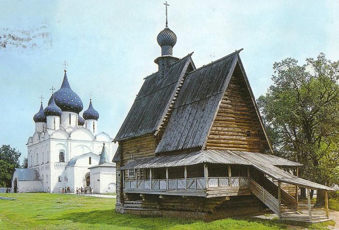 Vốn nổi tiếng là thành phố tôn giáo vì vậy Vladimir có rất nhiều tu viện và các công trình tôn giáo có giá trị lịch sử cũng như giá trị mỹ thuật cao.
