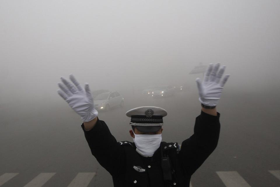 Lượng khói bụi ở Trung Quốc đã đạt mức báo động, cao gấp 50 lần so với ngưỡng an toàn do tổ chức y tế thế giới WHO quy định.
