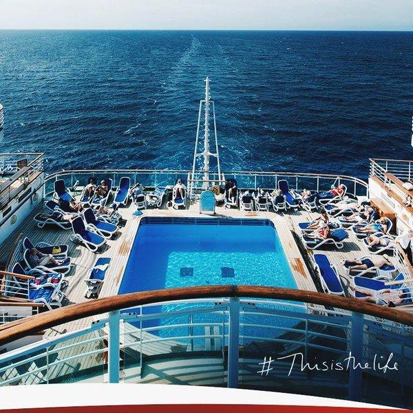 Nếu nói tới bể bơi, Britannia đủ sức đánh bật bất kỳ du thuyền nào với 4 bể bơi tiện nghi.