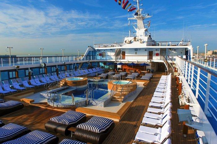 Sirena có kích thước khá nhỏ khi chỉ chứa được tối đa 700 hành khách.