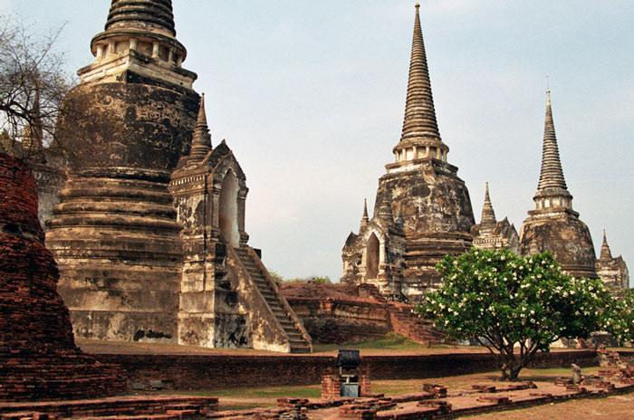 Có lẽ vì vậy Ayutthaya được lưu dấu trong ký ức nhiều khách du lịch như là một ốc đảo của những chùa chiền bên sông.