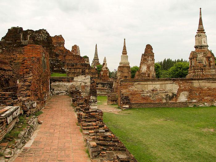 Những tàn tích còn sót lại tại thành cổ đã tạo thành công viên lịch sử Ayutthaya ngày nay.