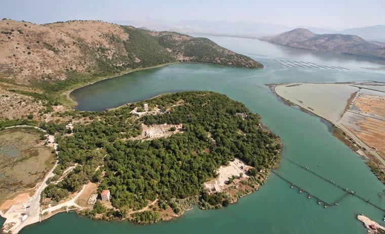 Butrint là một thành phố của Hy Lạp cổ xưa và cũng là di tích cổ ở Sanrande của Albania, sát ngay biên giới Hy Lạp.