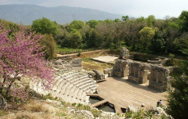 Đến khoảng năm 30 trước Công nguyên, thành phố được  xây thêm nhiều nhà, các công trình công cộng như: 1 kênh dẫn nước, 1 nhà tắm công cộng kiểu La Mã, 1 khu họp chợ lộ thiên và 1 giếng nước...