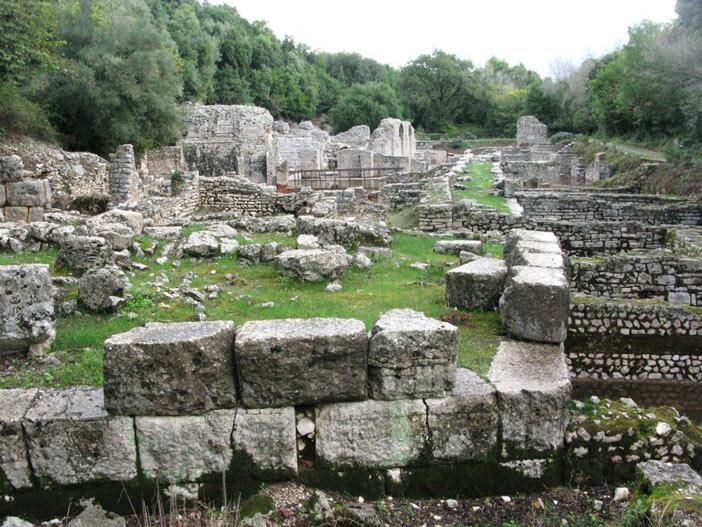 Đến thế kỷ thứ 6, Butrint bắt đầu có những giáo phận của Thiên chúa Giáo.