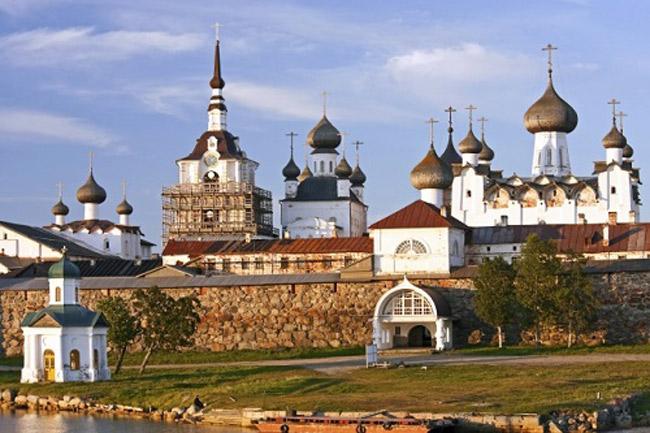 Quần đảo Solovetsky bao gồm 6 hòn đảo với diện tích khoảng 300 km2.