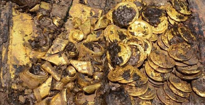 Nghĩa tran này rộng khoảng 40.000m2, gồm 8 ngôi mộ, trong đó mộ chính được cho là nơi chôn cất Xương Ấp Vương Lưu Hạ.