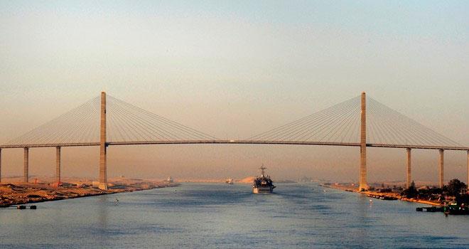 Kênh đào Suez được coi là tuyến đường ngắn nhất nối phía đông và phía tây nhờ vị trí địa lý đặc biệt.