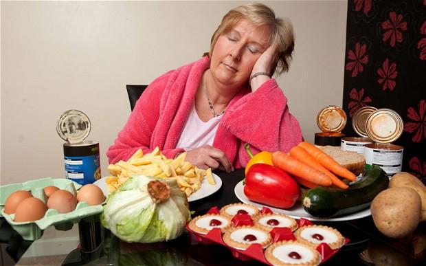 Ăn khi đang buồn ngủ có thể gây tổn hại tới hoạt động của não bộ.