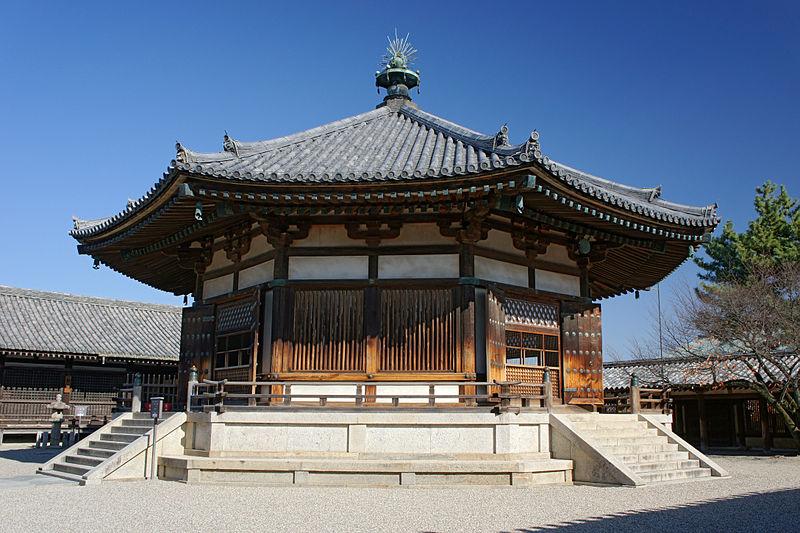 Ngôi chùa này là một trong những công trình kiến trúc bằng gỗ cổ và quan trọng nhất thế giới.