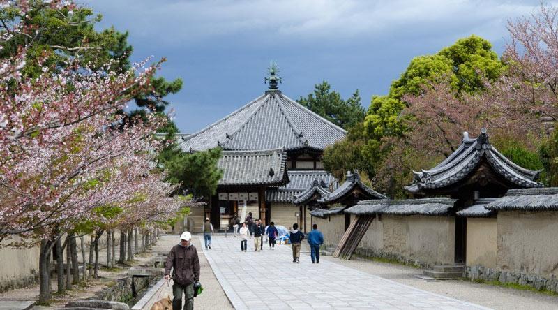 Tổ chức Khoa học, Giáo dục và Văn hóa của Liên hiệp quốc Unesco đã công nhận Quần thể kiến trúc Phật giáo khu vực chùa Horyuji, Nara của Nhật Bản là Di sản văn hóa thế giới năm 1993.