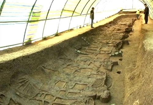 Các nhà khảo cổ Trung Quốc khai quật 30 ngôi mộ ở thành phố Tảo Dương với nhiều kích thước khác nhau. Những ngôi mộ này có niên đại từ giai đoạn Xuân Thu (770 – 476 TCN).