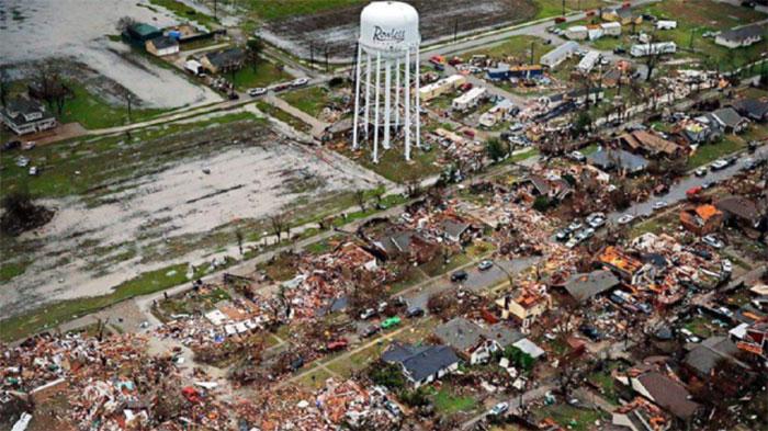 Cơn bão phá hủy nhiều khu vực dân cư.