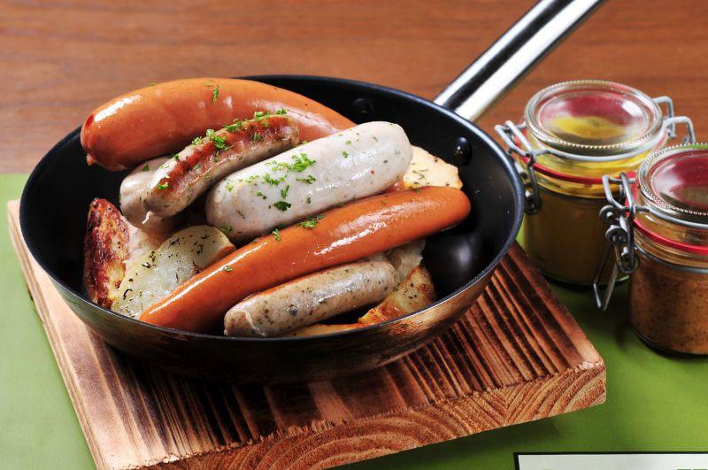 Người Thụy Điển ăn chân giò, còn người Đức thưởng thức thịt lợn nướng và xúc xích. Thịt lợn cũng là món thường gặp ở Italy và Mỹ bởi giàu chất béo, tượng trưng cho sự giàu có và thịnh vượng.