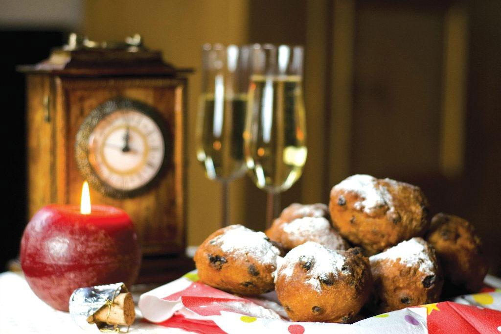 Ba Lan, Hungary và Hà Lan thường ăn bánh donut. Ngoài ra, Hà Lan còn có olie bollen, một loại bánh nướng hình tròn, với nhân táo, nho khô hoặc lý chua.