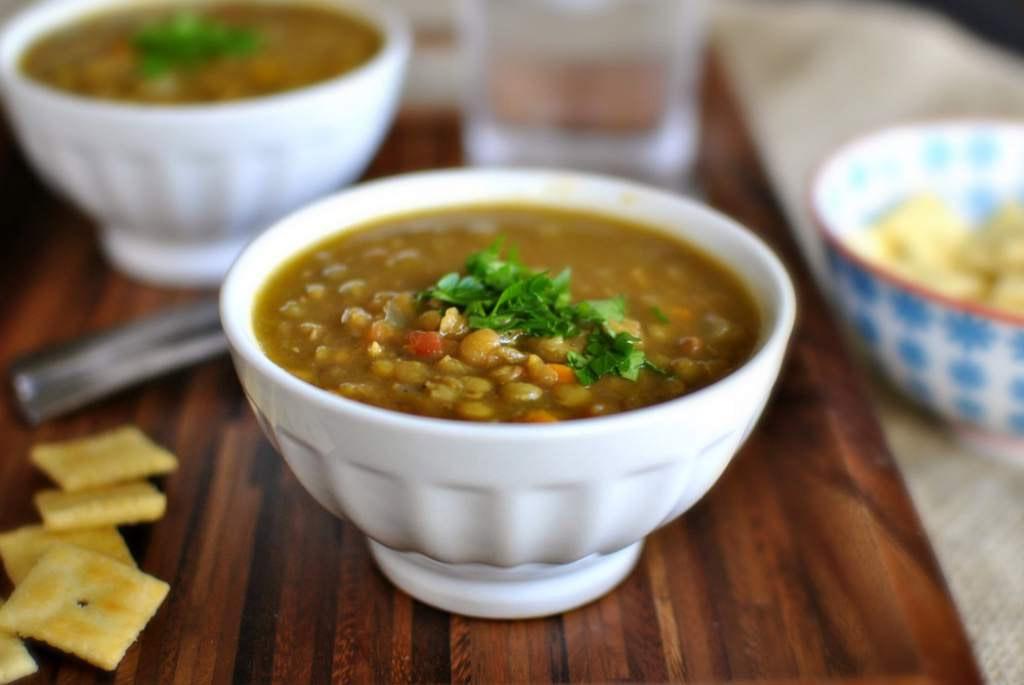 Người Brazil thường ăn bữa đầu tiên của năm mới với súp đậu lăng hoặc đậu lăng và cơm.