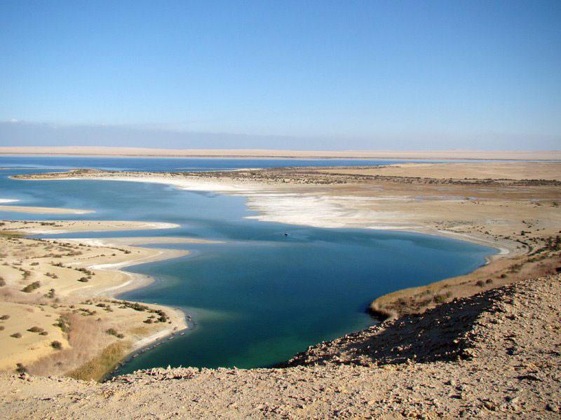 Trước đó, nước từ ốc đảo Fayoum chảy vào hồ Quarun ở phía bắc. Tuy nhiên, hồ chỉ chứa được một lượng nước nhất định. Vượt quá mức này, mực nước hồ sẽ dâng cao, làm ngập lụt các vùng xung quan và gây tổn hại khó phục hồi do lượng muối cao trong nước.