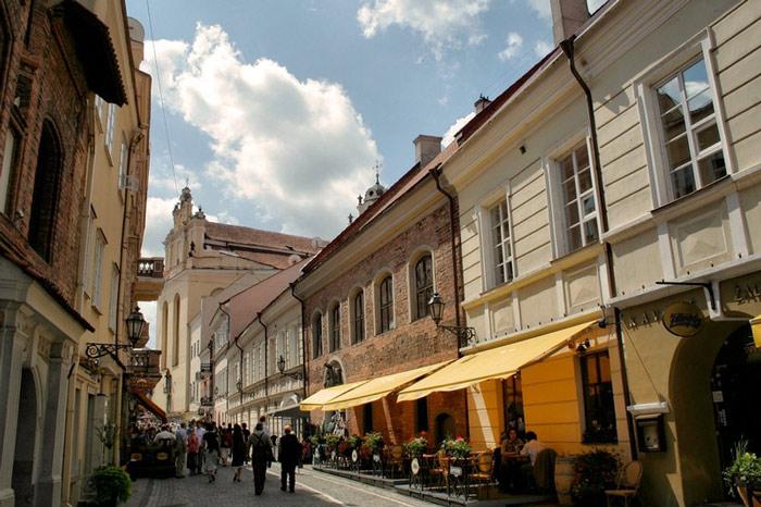 Trung tâm lịch sử Vilnius gồm những công trình kiến trúc được xây dựng theo trường phái Gothic, Phục Hưng, Baroque và cả những công trình được xây dựng theo truyền thống của cư dân bản địa.